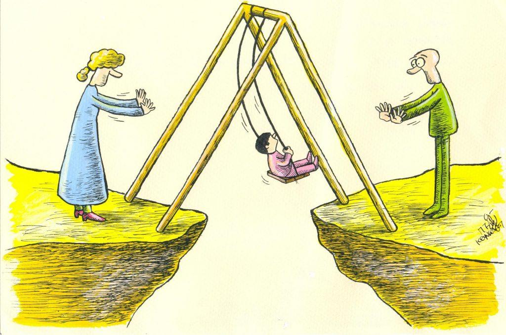 پدر و مادر بعد از طلاق با فرزند 2 1024x677 - حقوق والدین در برابر فرزندان